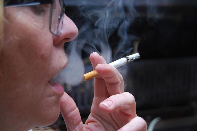 Rzucanie palenia - pomóż sobie dietą!