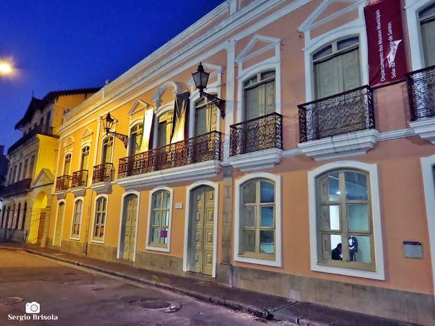 Foto noturna da fachada do Solar da Marquesa de Santos - Centro - São Paulo