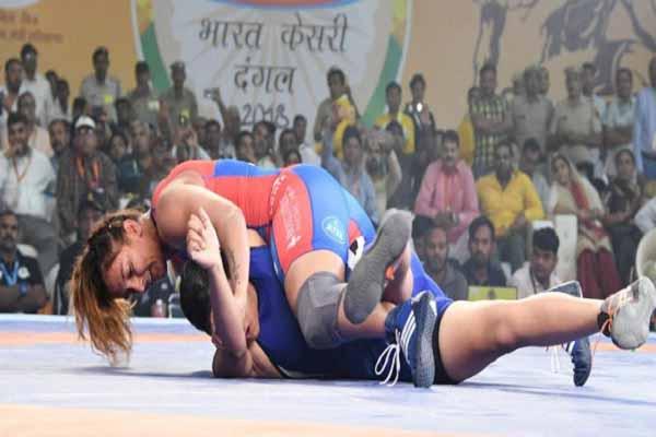 वाह, हरियाणा की शेरनी गीता फोगाट ने 2 मिनट में महाराष्ट्र की पहलवान को क्या चित