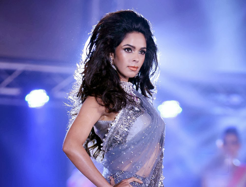 Mallika Sherawat in saree, Mallika Sherawat hot photos, Mallika Sherawat wallpaper, Mallika Sherawat sexy photos