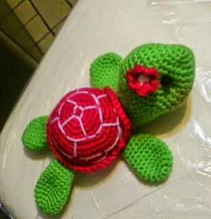 http://novedadesjenpoali.blogspot.com.es/2014/11/patron-de-tortugas-amigurumi.html