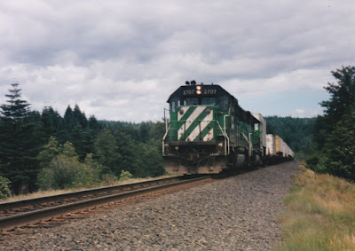 Burlington Northern GP39-2 #2707 at North Bonneville, Washington, on June 7, 1997
