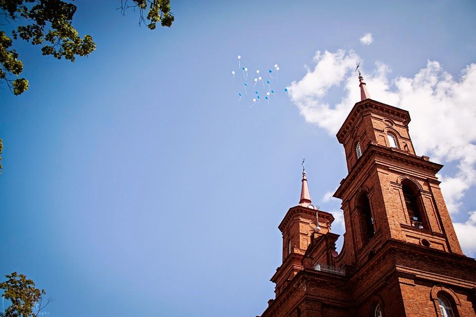 Raudona bažnyčia. Balionai