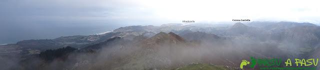 Ruta al Pico Gobia y La Forquita: Panorámica desde el pico Gobia sobre Ribadesella