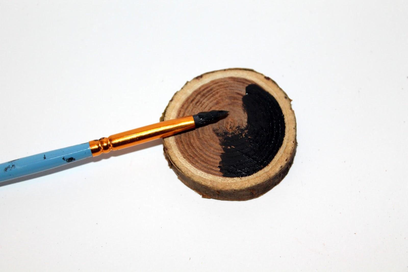 DIY, Basteln: Astscheiben Christbaumanhänger oder Geschenkanhänger mit Tafellack in Weihnachtsdekoration, Wohndekoration und Geschenkideen - DIYCarinchen