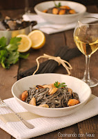 Spaguettis al nero di sepia con mejillones y Albariño