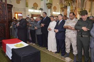 محافظ بنى سويف ومدير الأمن يتقدمان جنازة شهيد القوات المسلحة محمد إبراهيم