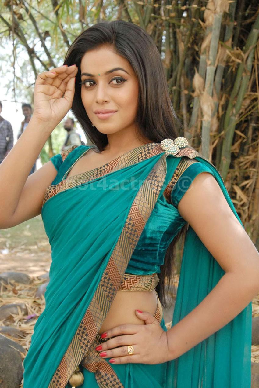Spicy Saree: Poorna Hot Navel Saree Pictures