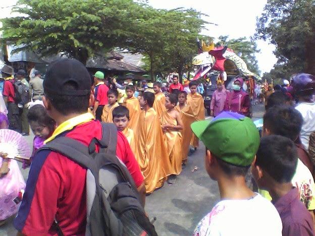 pakaian budha SDN Lajukidul II karnaval singgahan tuban