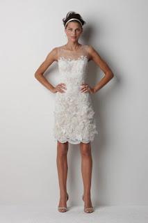 Vestido de noiva curto com bordados