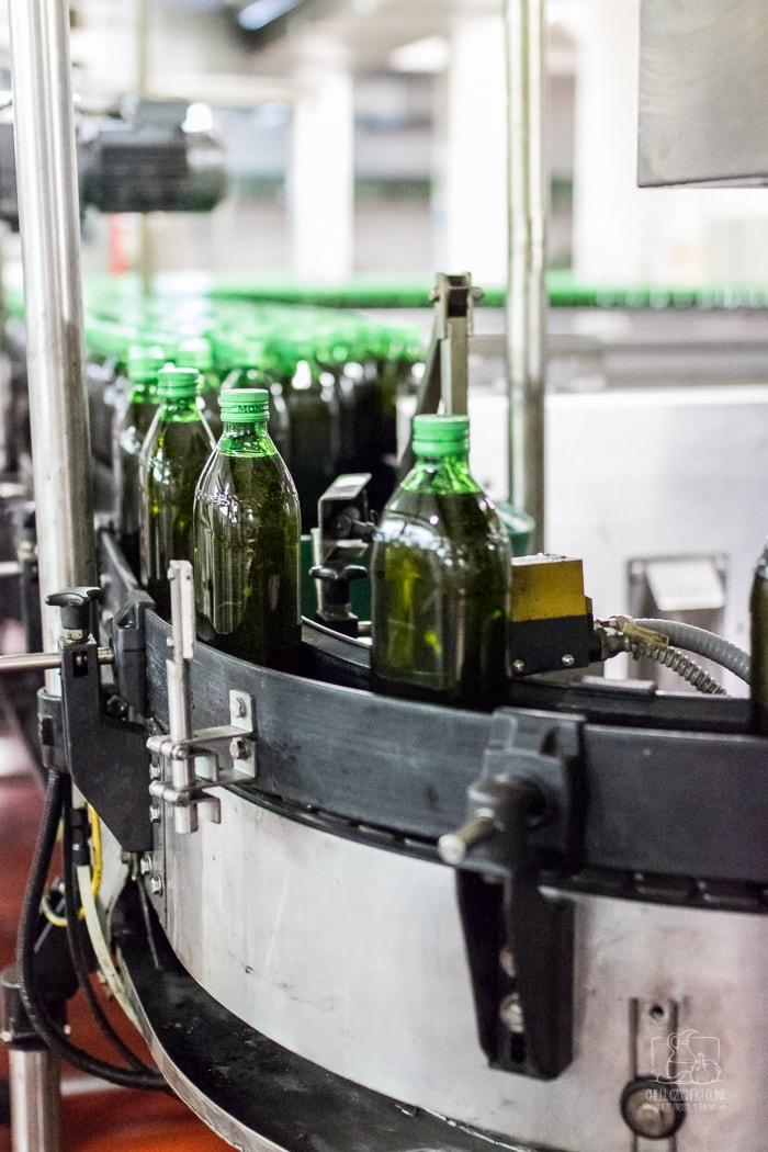Jak wybrać oliwę w sklepie? Na co zwrócić uwagę czytając etykietę oliwy?