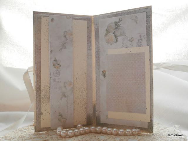 wnętrze romantycznej kartki z miejscem na życzenia i zdjęcie lub kopertę