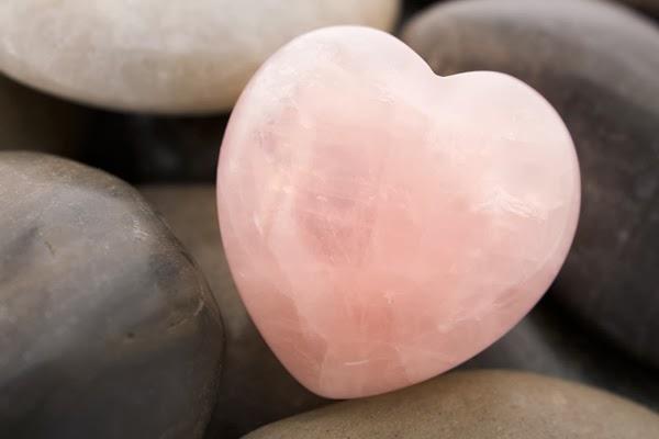 Kristálygyógyászat/Gyógyító kövek: Rózsakvarc - a szeretet köve