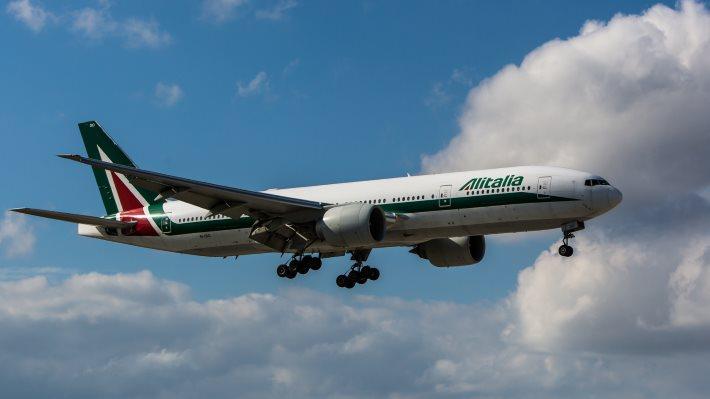 Wallpaper: Alitalia Boeing 777