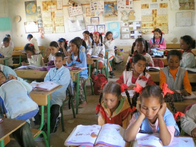 Le représentant de l'UNICEF en Algérie inspecte des établissements scolaires des réfugiés sahraouis