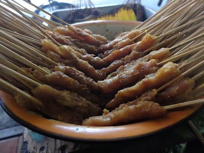 nikmatya makan sate klopo
