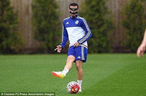 Pedro Rodriguez phải đeo mặt na luyện tập