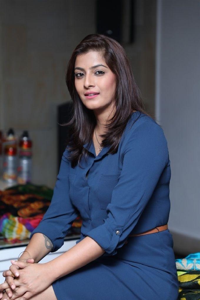 Varalaxmi Sarathkumar Long Hair Stills In Blue Dress