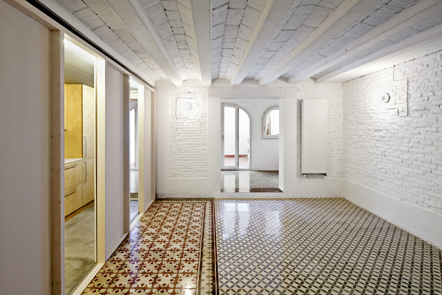 Rehabilitaci n de un apartamento en barcelona de vora for Ladrillo hidraulico