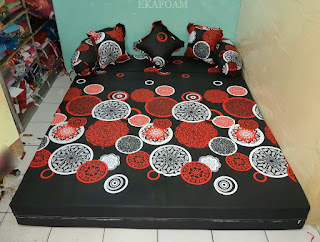 Sofa bed inoac motif darkmoon orange saat di fungsikan sebagai kasur inoac normal