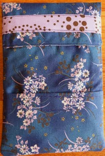 http://www.patchencasa.blogspot.com.es/2012/06/tutorial-funda-para-tablet-o-e-book.html