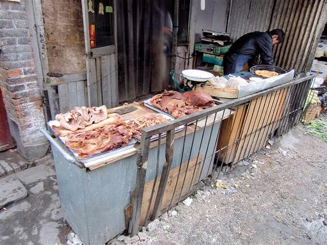 Markt im traditionellen Hutong (C) JUREBU