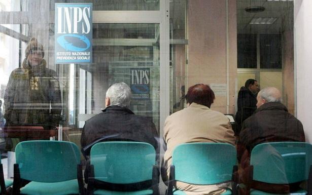 Ufficio Di Collocamento Oristano : Code per chiedere la disoccupazione presi d assalto i centri per