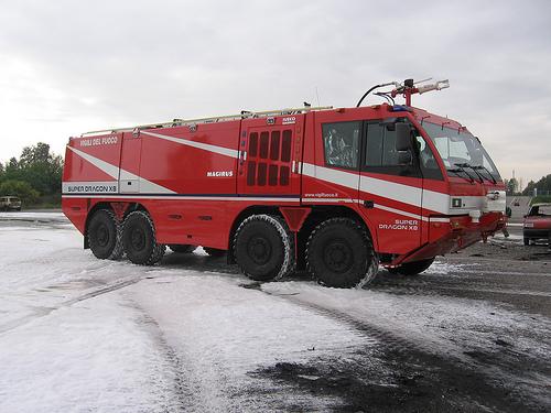 Foto Mobil Pemadam Kebakaran Tercanggih 12