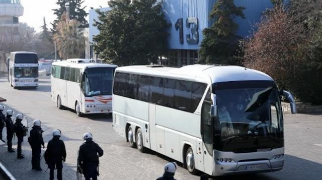 Μυστήριο παραμένει για την ΕΛΑΣ..Θεσσαλονίκη: 45χρονος προσπάθησε να ρίξει πούλμαν με οπαδούς πάνω σε αστυνομικούς!