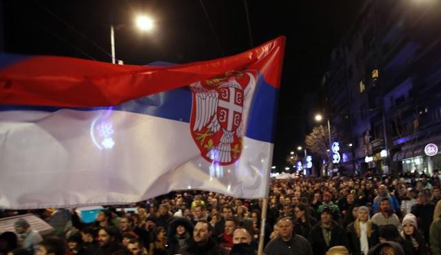 l'opposizione boicotta l'assemblea in Belgrado