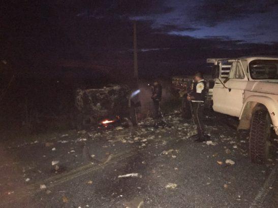 Resultado de imagem para Criminosos explodem dois carros-fortes e roubam dinheiro em rodovia do Seridó