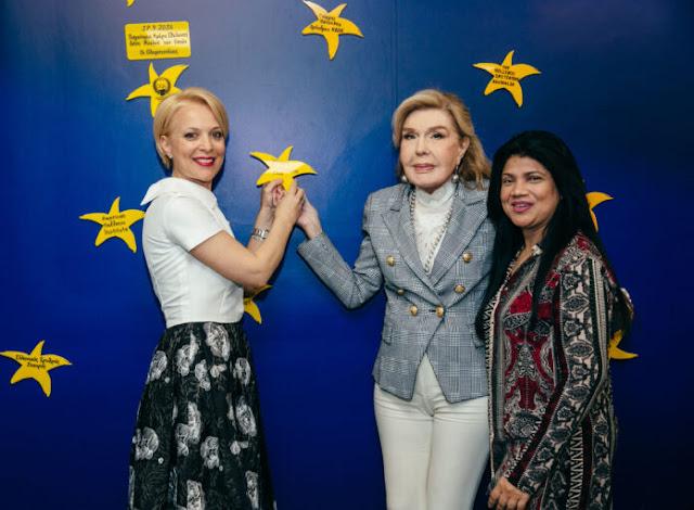 Το Women's International Club και η Ναυπλιώτισσα πρόεδρός του Ρ. Παπαδοπούλου στην ογκολογική μονάδα Παίδων