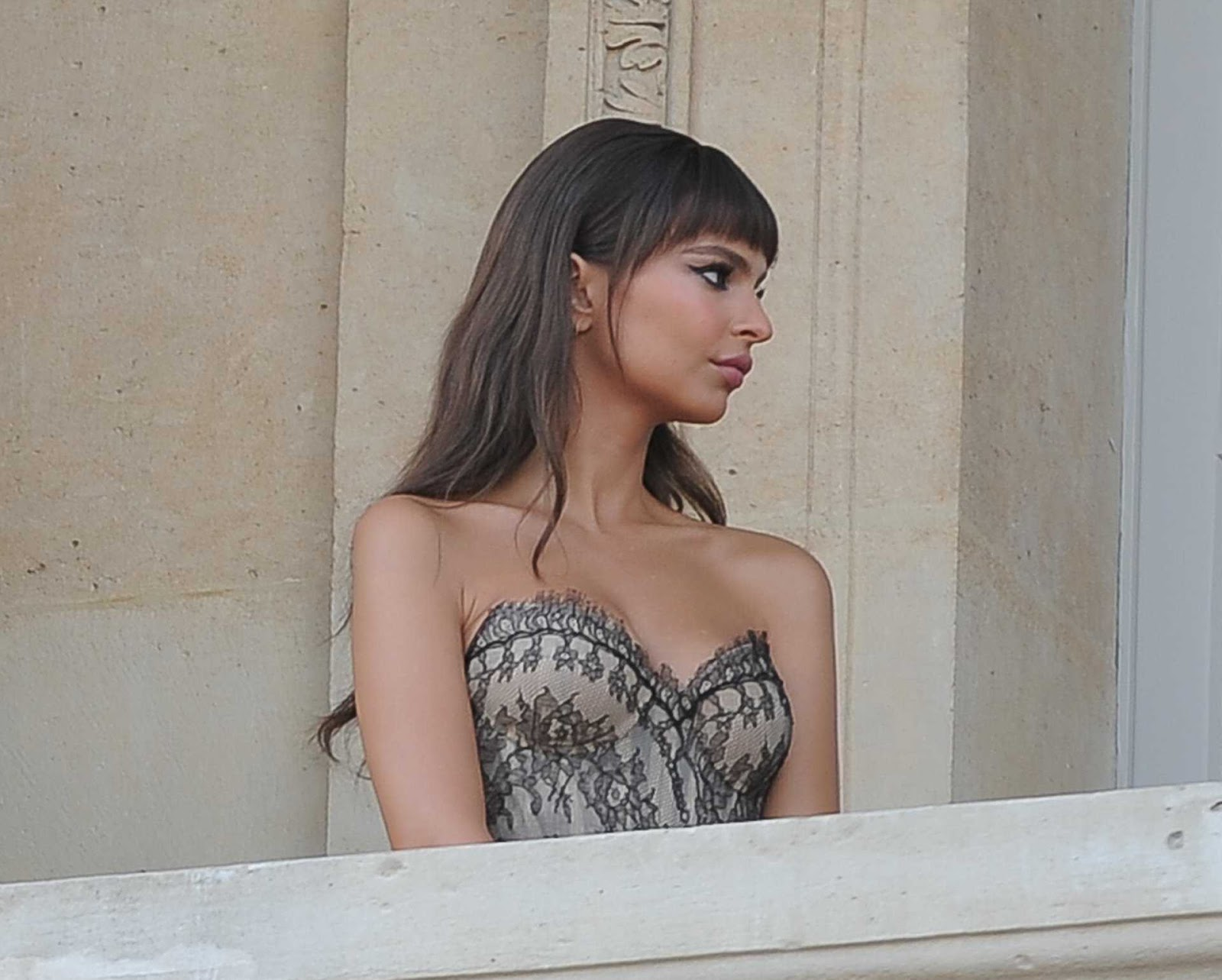 Emily Ratajkowski turns up the heat in lace corset in Paris