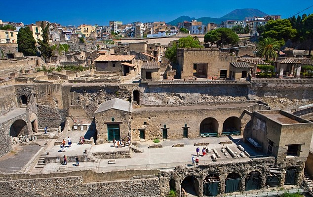 Herculaneum closed to tourists, staff shortage blamed