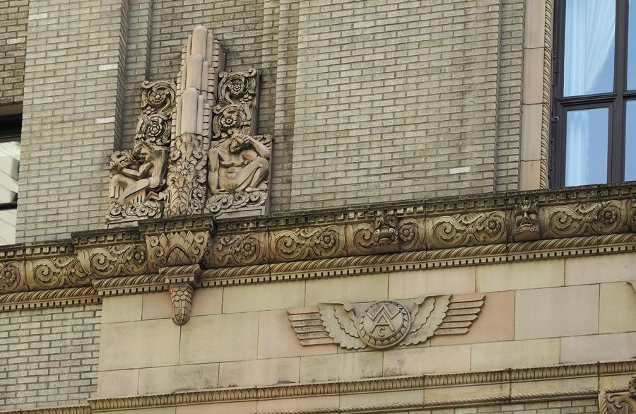 USA Seattles Art Deco Jewels