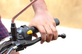 Cara Mengendarai Motor Kopling Bagi Pemula Agar Cepat Lancar