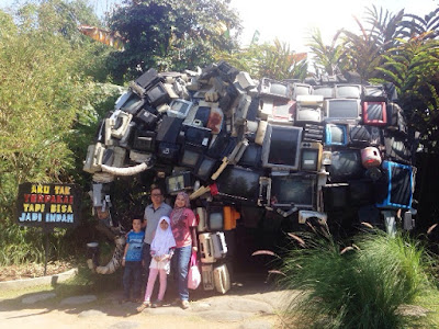 wisata keluarga indonesia batu secret zoo dan eco green park jatim malang nurul sufitri mom lifestyle blogger