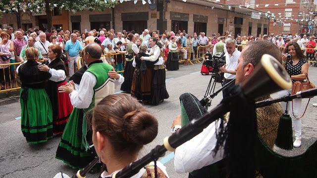 Actuación de Doces Lembranzas en las fiestas de Santiago Apóstol