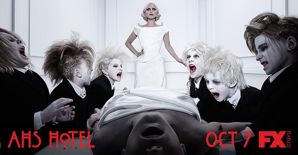 Lady Gaga divulga imagem vampiresca de American Horror Story: Hotel