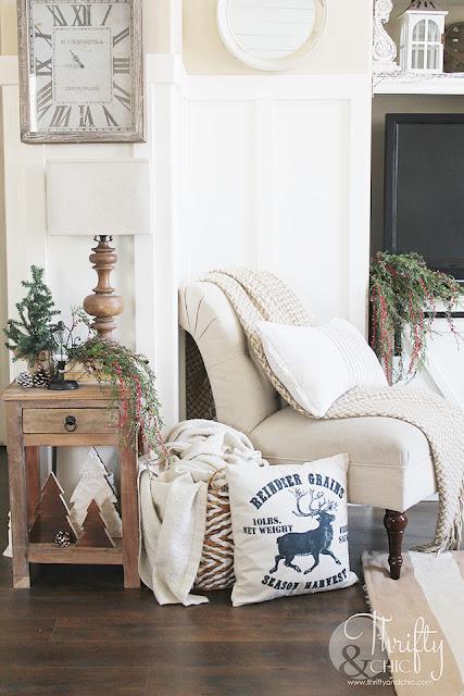 Farmhouse Christmas living room decor and decorating ideas. Christmas tree ideas. Easy Christmas decor. DIY Christmas decor. Christmas mantel ideas. Easy Christmas mantel decor. Christmas mantle ideas.