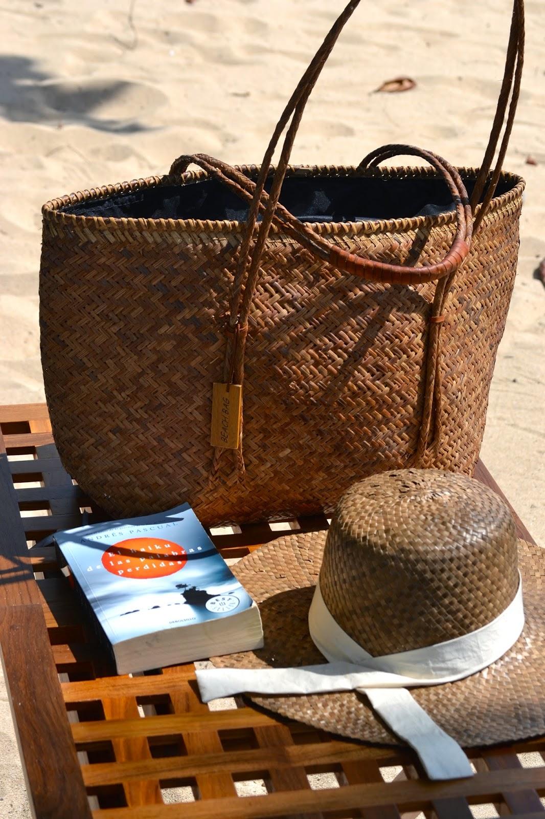 accesorios de playa, sombrero y capazo de paja, fashion blogger