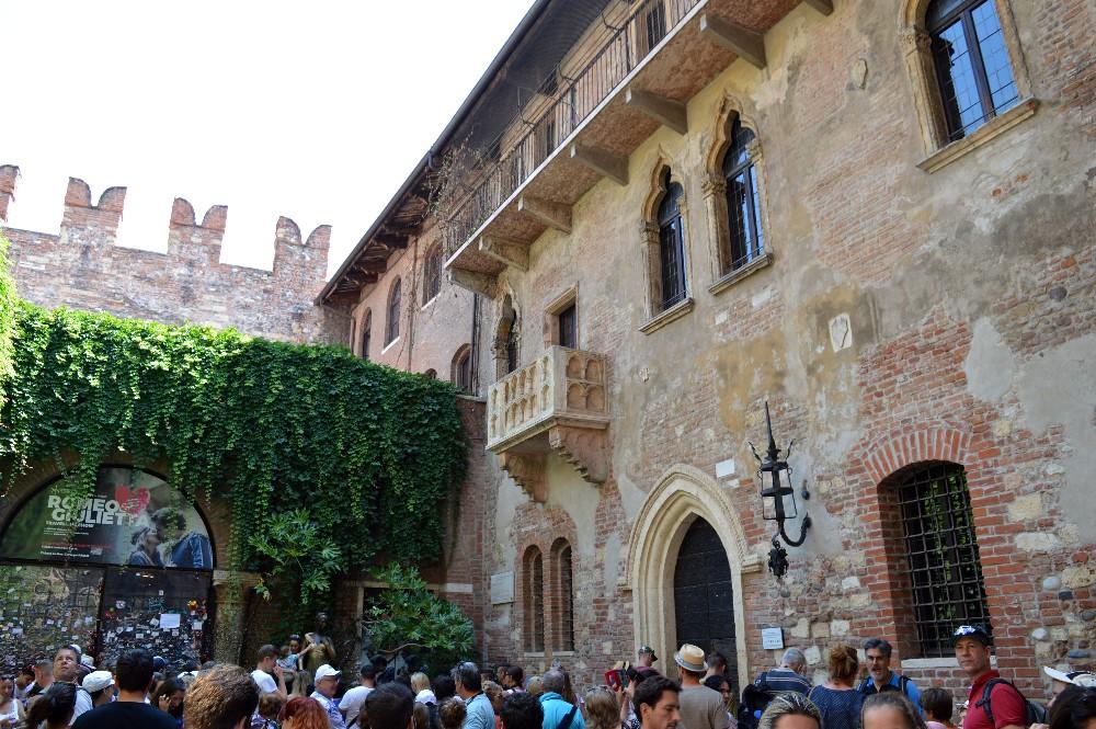 Un Itinerario Sui Luoghi Di Romeo E Giulietta In Centro A