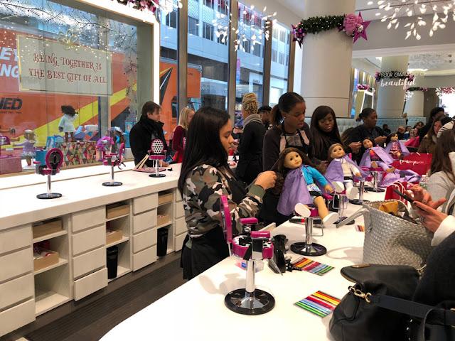 Peluquería de muñecas en American Girl. Nueva York con adolescentes | turistacompulsiva.com