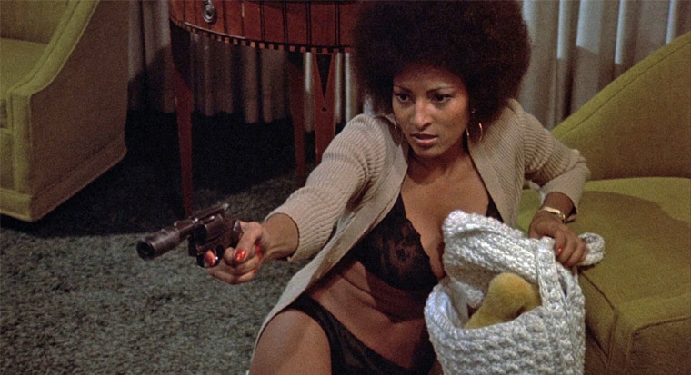 Pam Grier in COFFY (Jack Hill, 1973). Quelle: Screenshot Olive Films Blu-ray (skaliert)