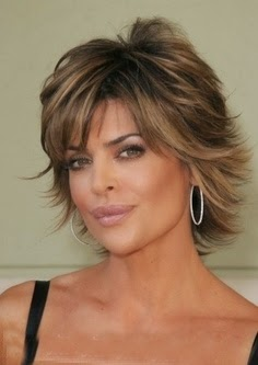 Chic Medium Hairstyles for Mature Women}