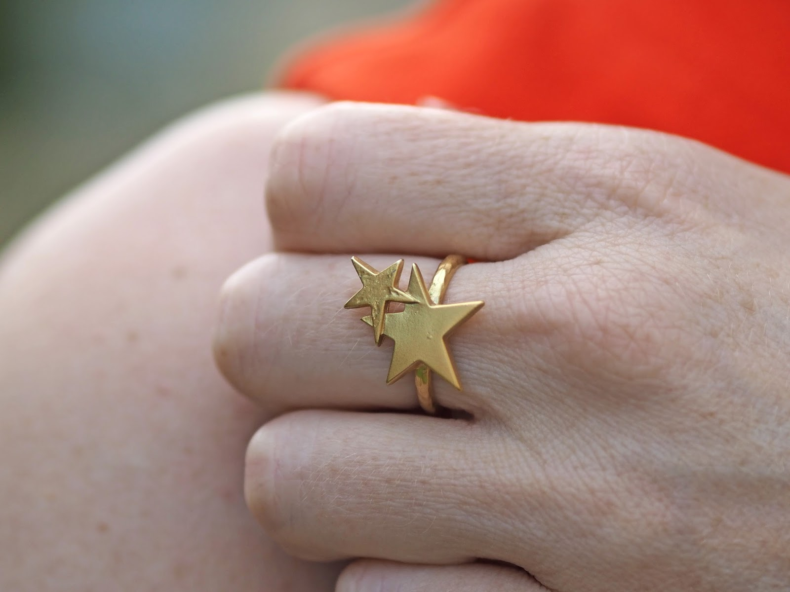 Gold stars ring by Danon from Lizzy O