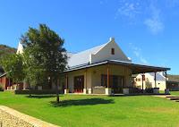 Executive Riverfront Cottage Madi-Madi
