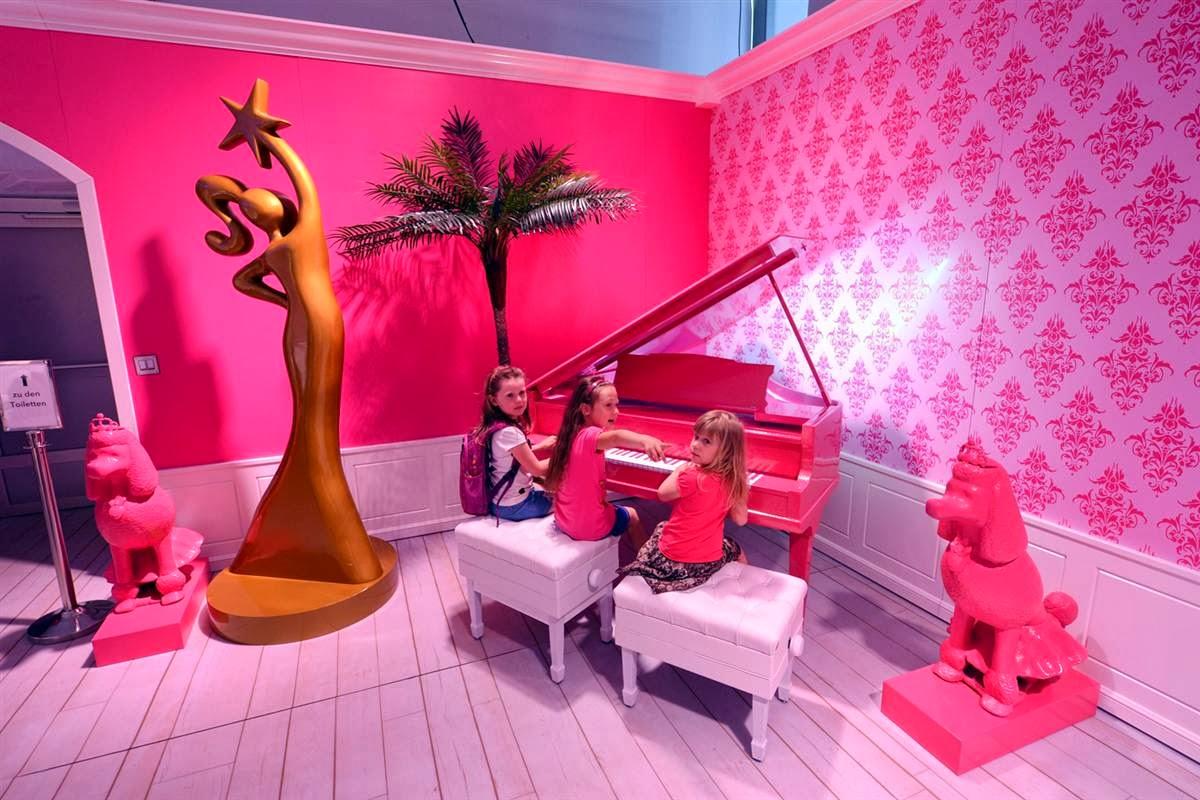 inside barbies berlin dreamhouse - 1100×733