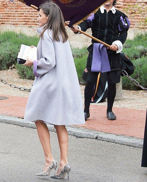 Queen Letizia outfit Carolina Herrera Fall 2016 collection. Uruguayan poet Mrs. Ida Vitale