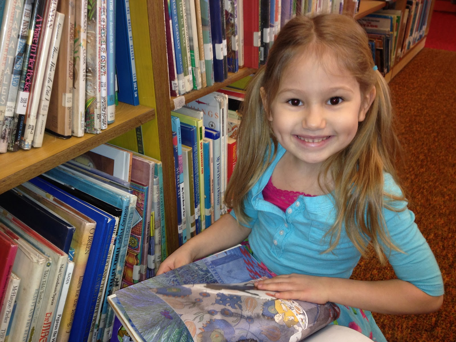 Ellie Raises A Reader: School Library Day